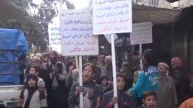 مظاهرة في مدينة دوما تطالب بوقف القصف على الغوطة الشرقية