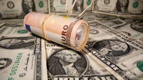 الدولار يواصل صعوده  في  افتتاح  تعاملات الخميس
