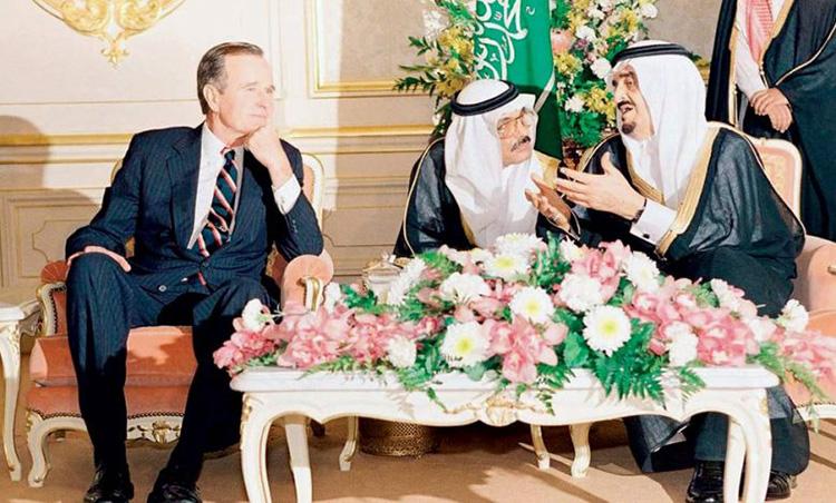 """بعد 30 عاما على الغزو العراقي للكويت... صحيفة عربية تنشر نص """"مكالمة مصيرية""""  بين الملك فهد والرئيس بوش الأب"""