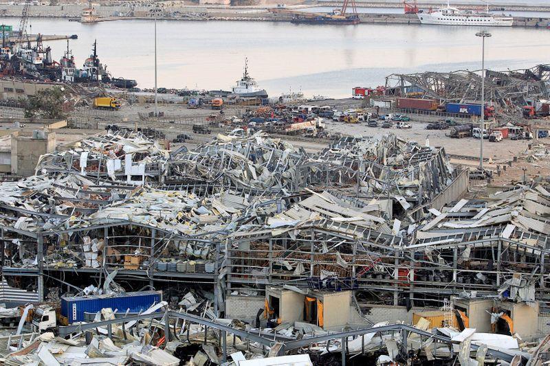 بينهم سوريان.. إصابات على متن سفينة جراء انفجار مرفأ بيروت