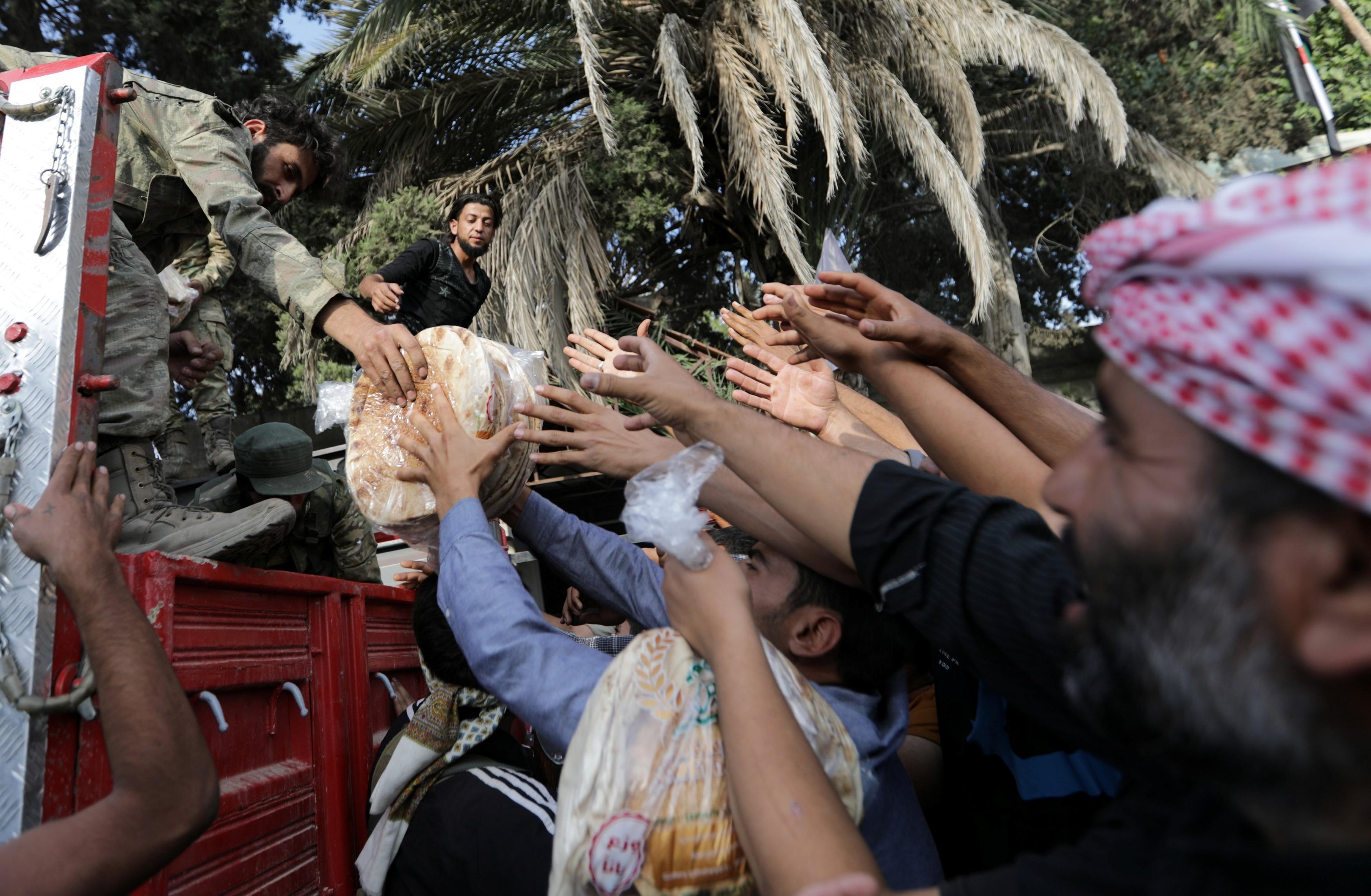 وزير التجارة في حكومة النظام السوري  يكشف مصير دعم الخبز