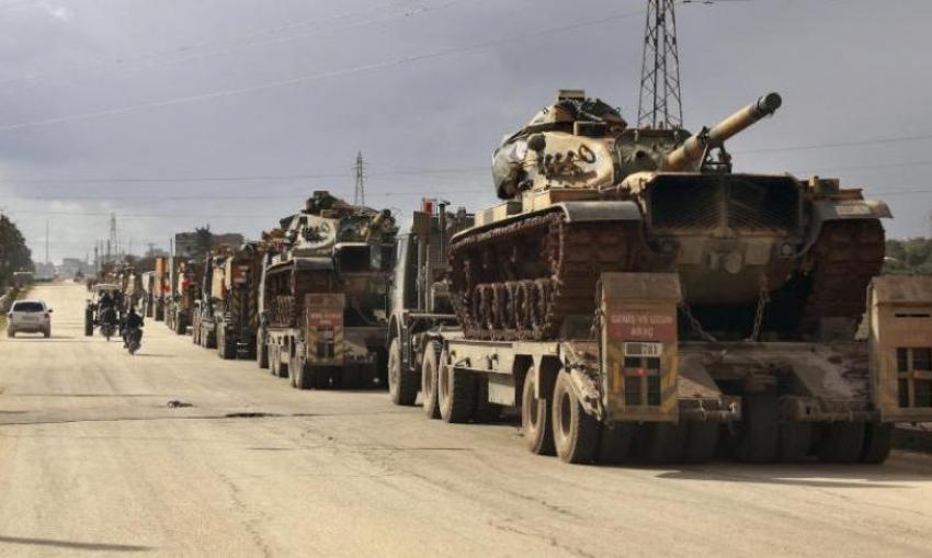 """الجيش التركي يواصل تعزيز مواقعه في """"جبل الزاوية"""" جنوب إدلب بأسلحة نوعية جديدة"""