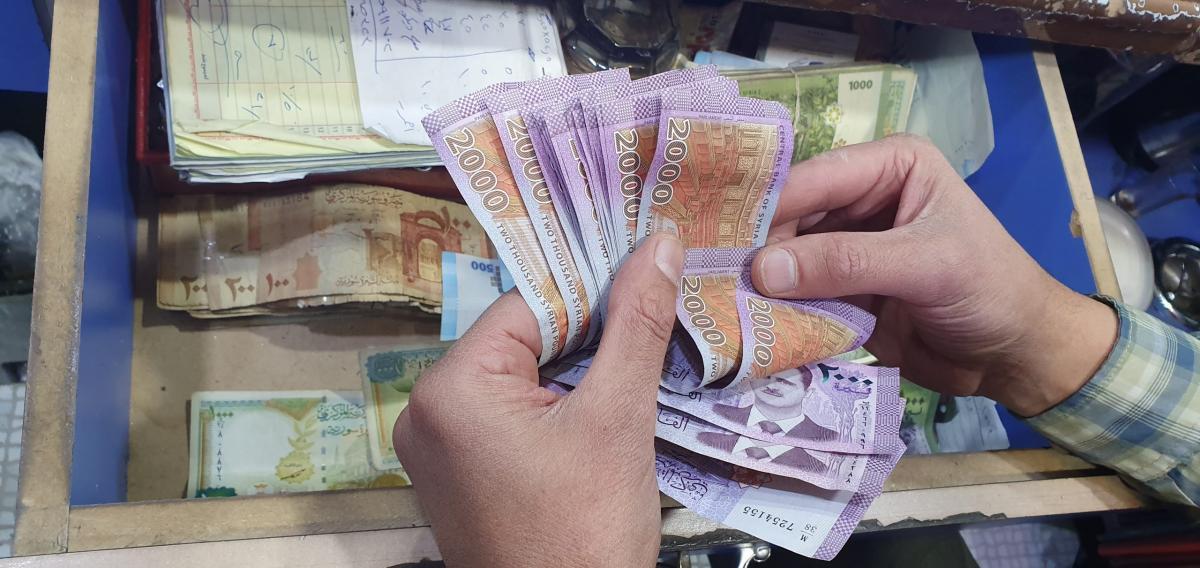 أسعار العملات والذهب تحافظ على استقرارها  في تداولات اليوم الاثنين