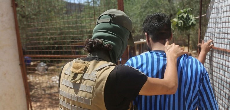 إلقاء القبض على عصابة خطفت وقتلت مدنياً في ريف إدلب (صور)