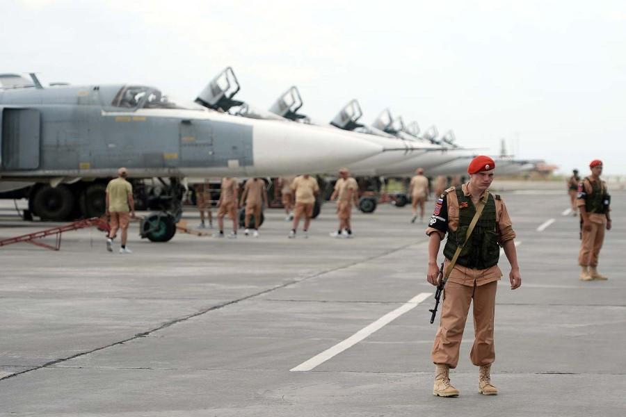 """المضادات الأرضية في قاعدة  """"حميميم"""" تزعم إسقاط طائرة  فوق مدينة جبلة بريف اللاذقية"""
