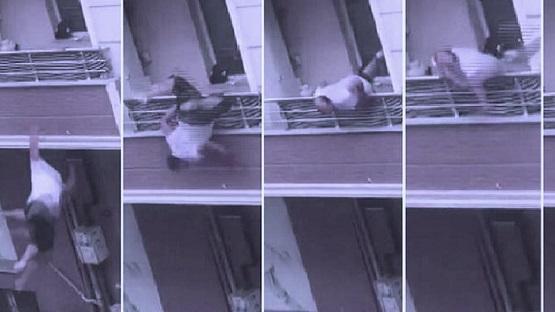 بالفيديو.. سقوط تركي من شرفة منزله خلال شجار عائلي