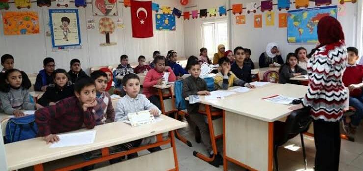 تركيا تفتح المدارس في 31 آب عن بعد