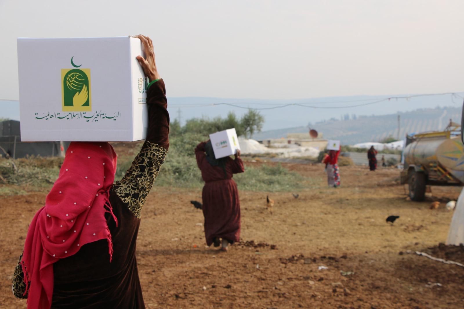 الإغاثة التركية توزع مساعدات كويتية في مخيمات إدلب