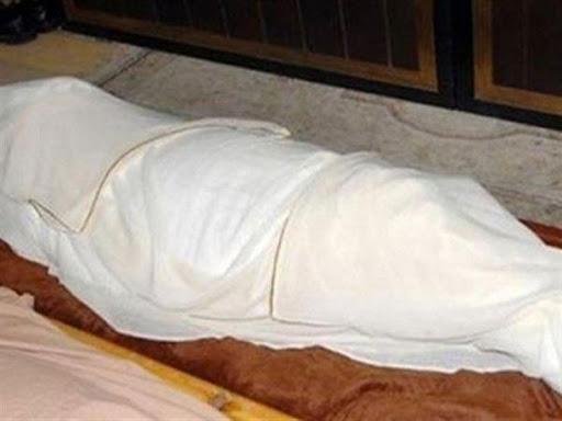 مذبحة أسرية.. طالب يقتل أمه وشقيقته طعنا بالسكين