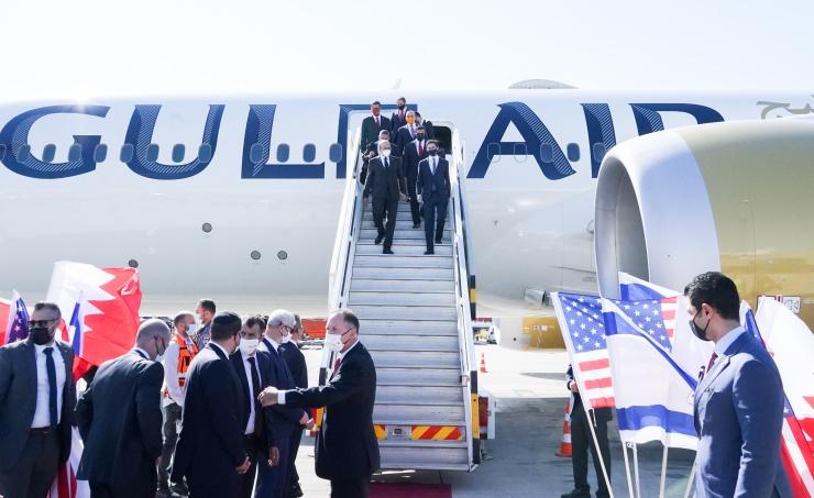 في زيارة هي الأولى..  وفد بحريني برئاسة وزير الخارجية يصل تل أبيب