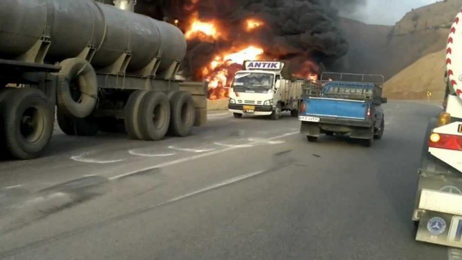 للمرة الثانية .. تنظيم الدولة يحرق صهاريج النفط ويختطف سائقيها
