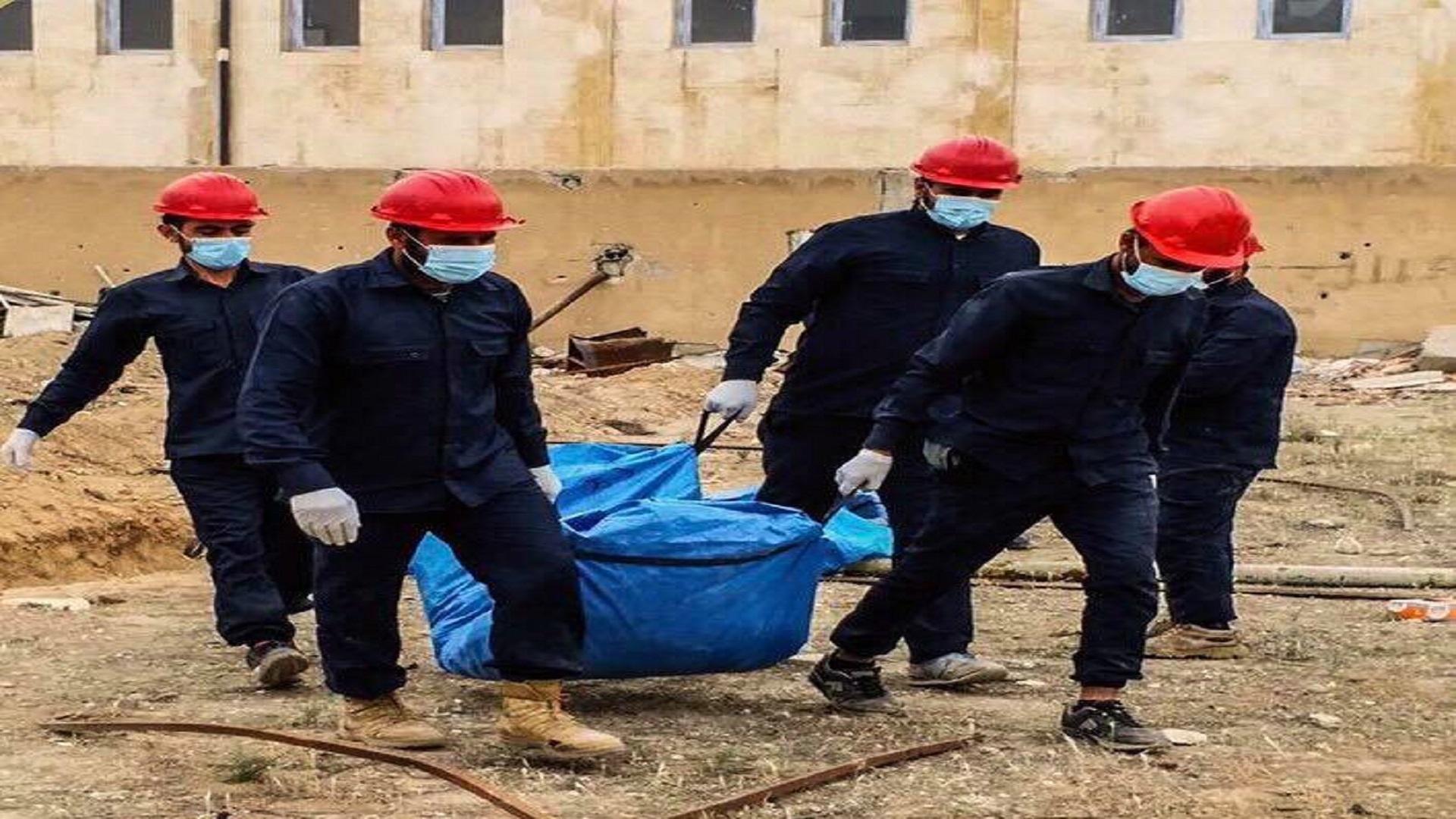 بعضها مفصولة الرأس.. النظام يعثر على مقبرة جماعية تضم جثثا لجنوده