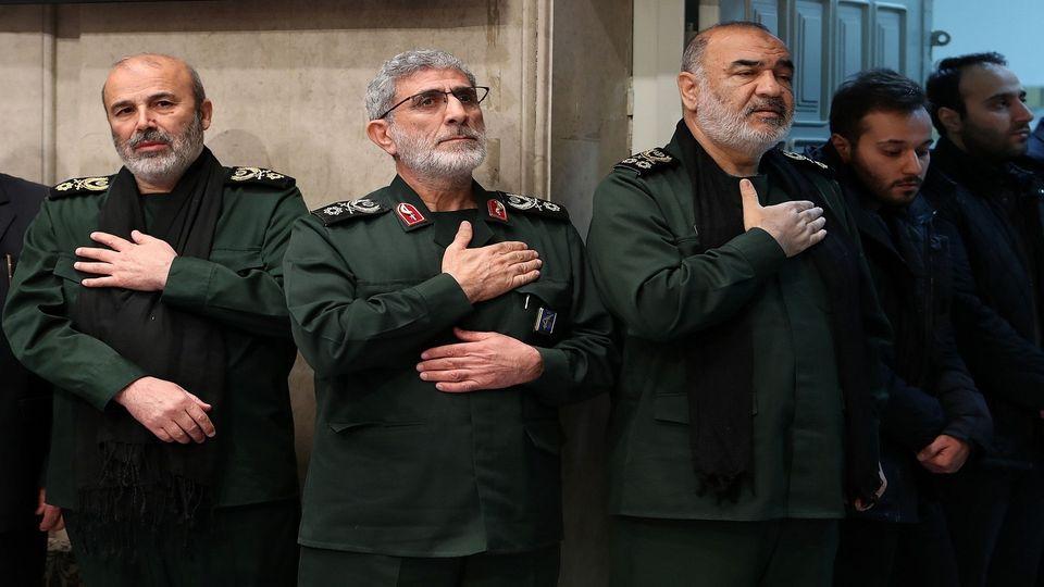 """""""بي بي سي"""": قائد """"فيلق القدس"""" التقى الأسد تزامناً مع غارات إسرائيلية على دمشق"""