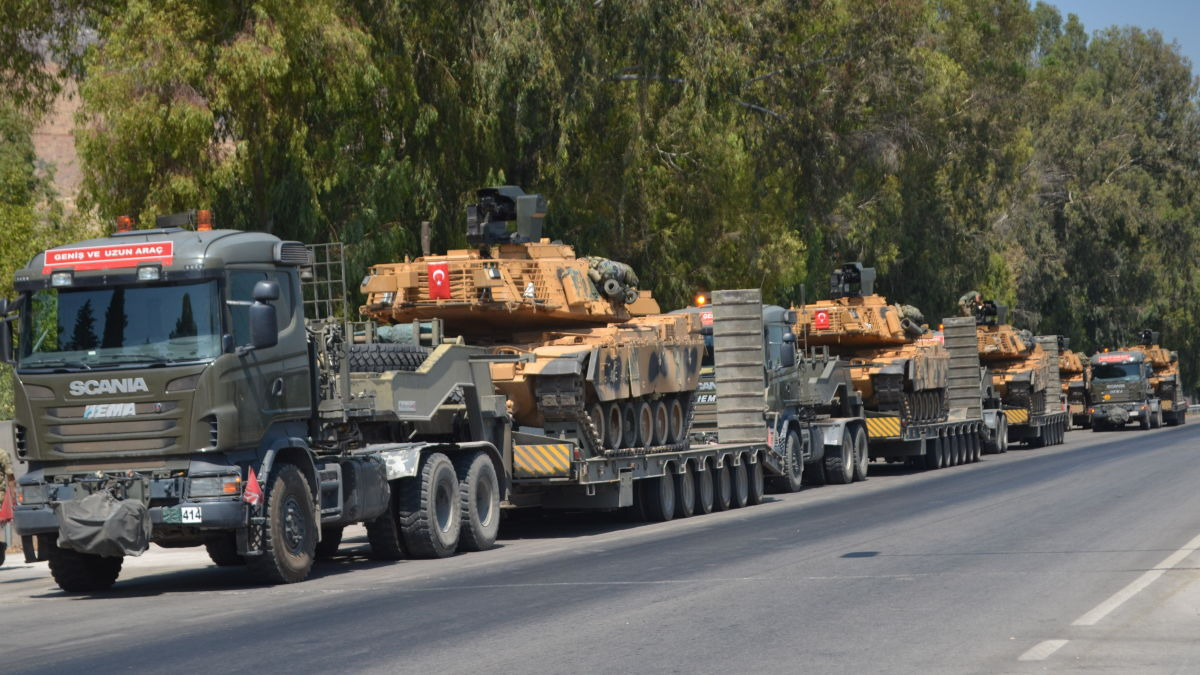 القوات  التركية  ترسل تعزيزات كبيرة  إلى إدلب
