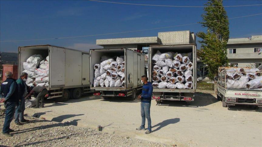 منظمات تركية ترسل 7 شاحنات مساعدات إلى إدلب