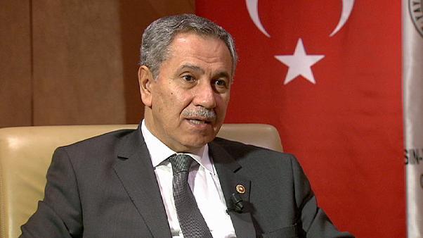 أردوغان يقبل استقالة أحد أبرز حلفائه من المجلس الاستشاري