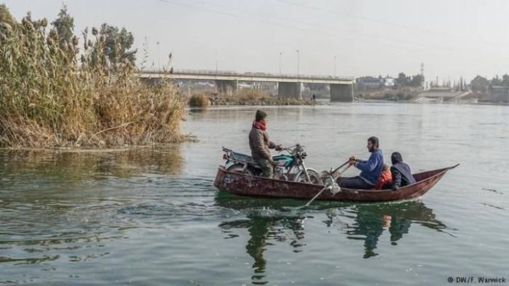 بتهمة مساعدة جنودها المنشقين..قوات النظام تعتقل الصيادين بدير الزور