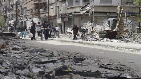 إعلام روسي : سكان مخيم اليرموك يبدأون بالعودة إلى منازلهم