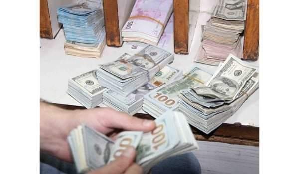 النظام يحدد سعر صرف الـ 100 دولار للوافدين على الحدود  بـ 2500 ليرة للدولار