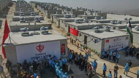 اتحاد اغاثي تركي يسلم عائلات سورية  610 منازل بادلب