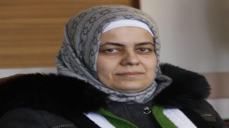 هدى العبسي وزيرة التربية في الحكومة السورية المؤقتة تعلن استقالتها