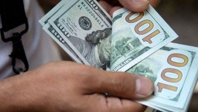 الدولار يسجل تحسناً ضئيلاً عند افتتاح تداولات الثلاثاء