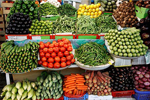 التجارة الداخلية للنظام  تحدد نسبة الربح القصوى 30 % للخضار المحلية و20% للفواكه
