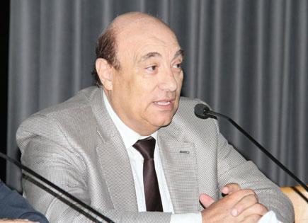 وزير إعلام وسفير سابق يدعو السوريين الى الموت جوعاً من اجل بشار الأسد