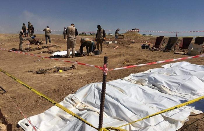 العراق يعلن اكتشاف مقبرتين جماعيتين تضمان نحو 500 رفات