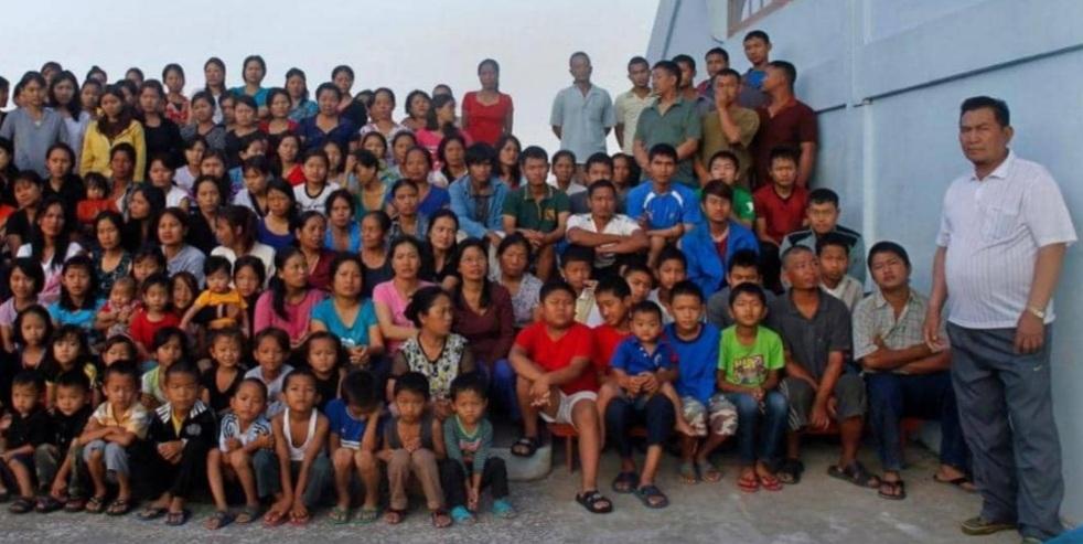 تاركاً وراءه 38 زوجة و89 ابناً وابنة... وفاة رب أكبر أسرة  في العالم