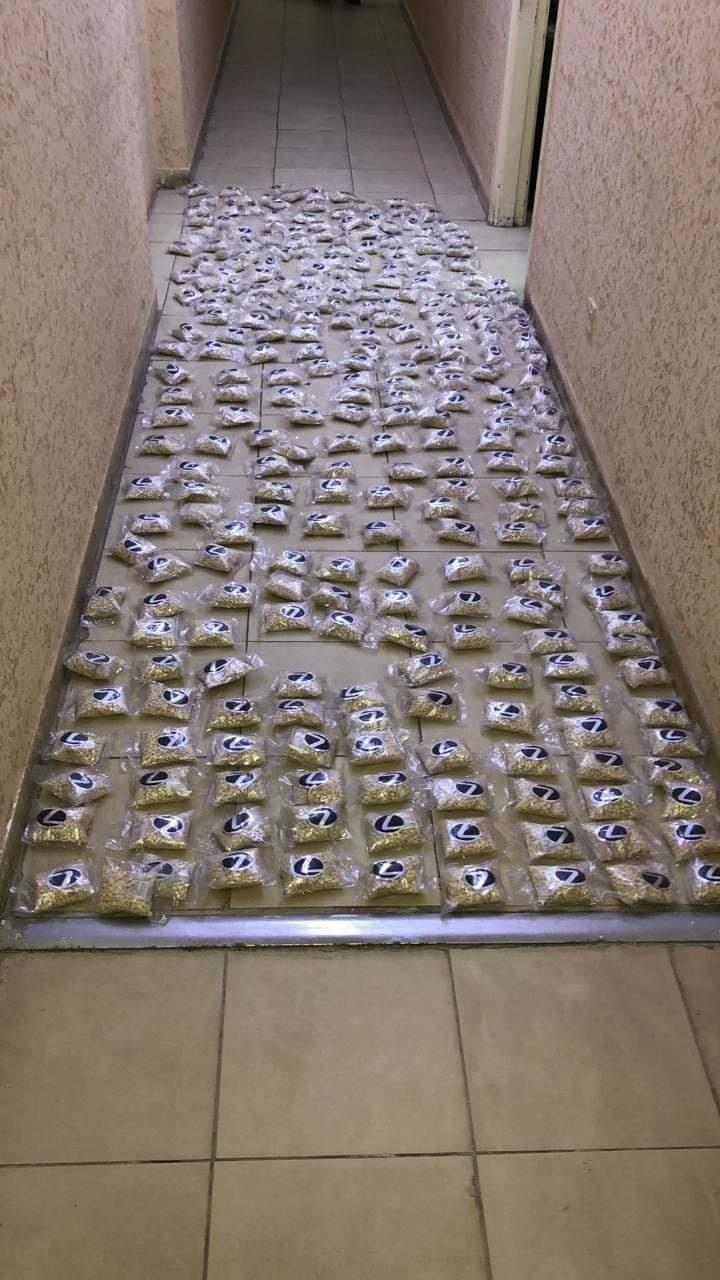 الأردن يضبط كمية كبيرة من المخدرات داخل شاحنة فواكه كانت قادمة من سوريا