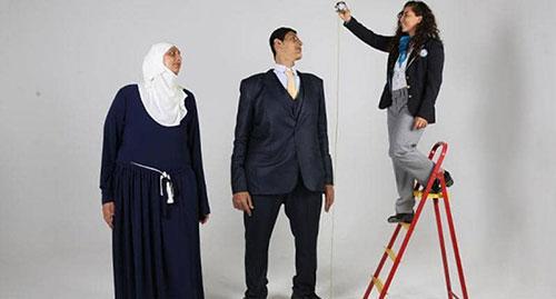 شقيقان عملاقان  من دولة عربية يحطمان 5 أرقام قياسية
