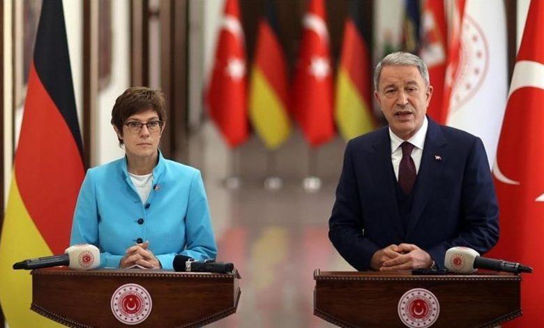 وزير الدفاع التركي أكار يدلي  بتصريحات جديدة حول اللاجئين السوريين