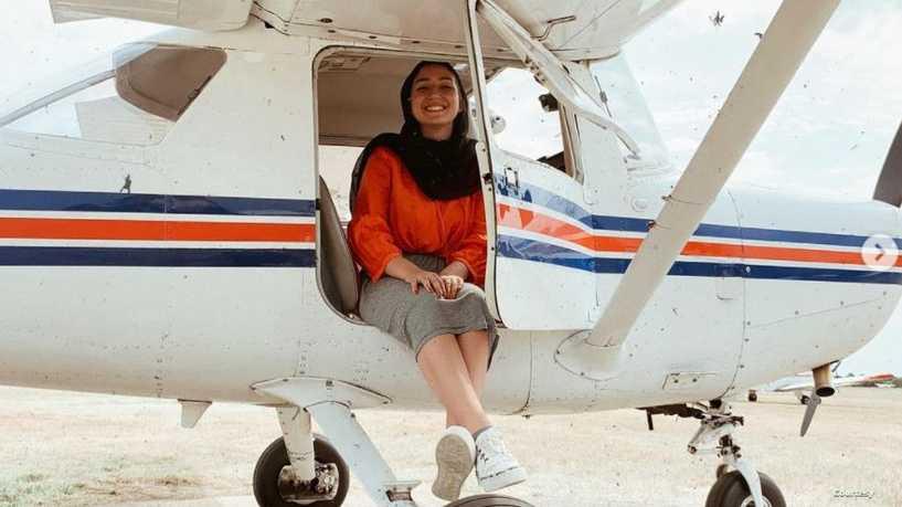 مايا غزال.. أول لاجئة سورية تصبح طيارة