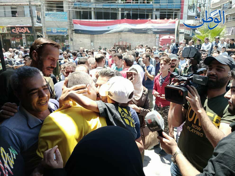 أجسادهم هزيلة..صور صادمة لمعتقلين أفرج عنهم نظام الأسد