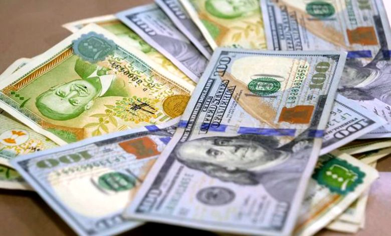 أسعار تصريف  الدولار تحافظ على ارتفاعها في  افتتاح  تداولات الثلاثاء