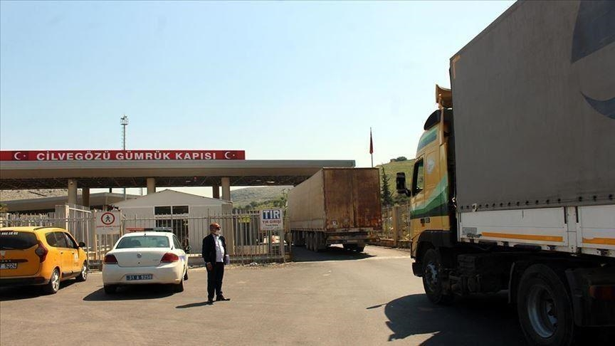 25 شاحنة مساعدات أممية تدخل إدلب عبر تركيا