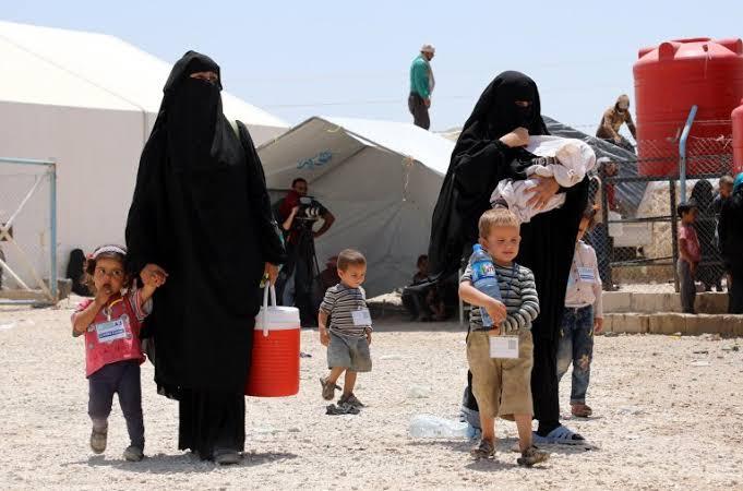 قسد تسمح لـ 92 عائلة مغادرة مخيم الهول بإتجاه الرقة