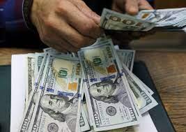 الدولار يحافظ على  صعوده  في  افتتاح  تعاملات السبت