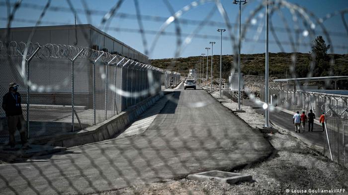 في جزيرة ساموس...اليونان تفتتح أول مخيم مغلق للاجئين