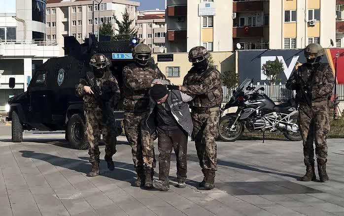 أفتى بإعدام جنديين تركيين...الأمن يعتقل قاض في داعش