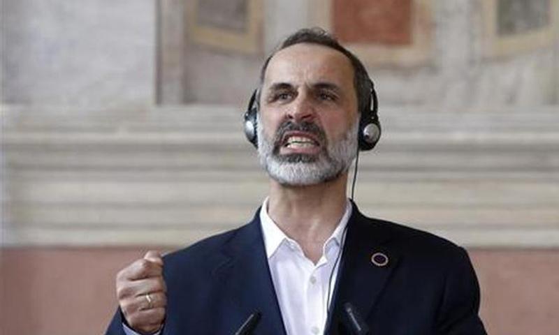 معاذ الخطيب يهاجم اللجنة الدستورية السورية
